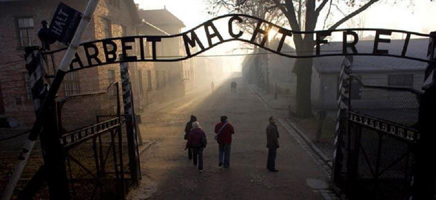Auschwitz-gateway-631